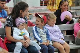 famiglia in vacanza in val di fassa al rifugio ciampac