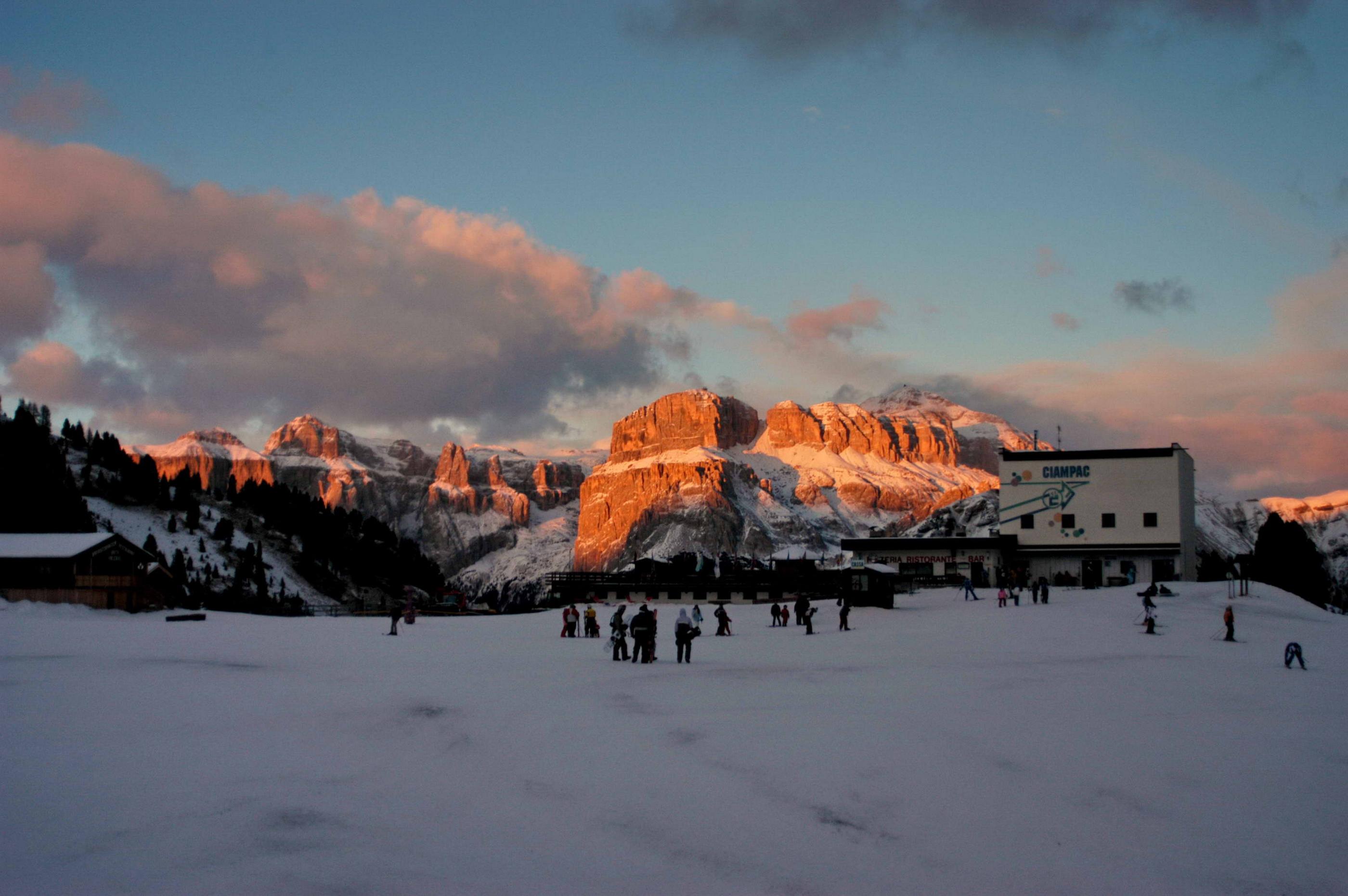 dolomiti al tramonto viste dal rifugio Ciampac